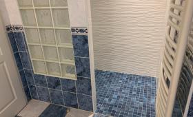 La douche à l'italienne a été intégralement rénovée